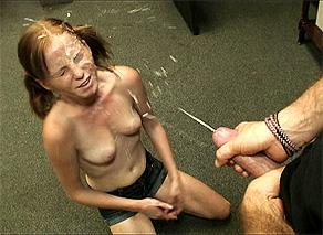 Alyssa Hart-riceve unav iolenta sborrata in faccia