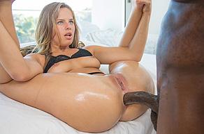 Jillian Brookes prende nel culo una grossa mazza nera